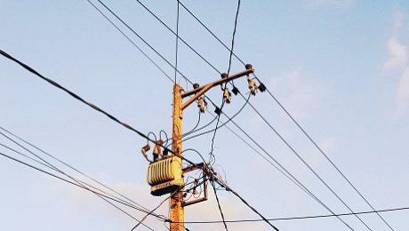 słup linii energetycznych