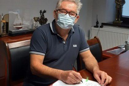 Burmistrz Grodziska Mazowieckiego Grzegorz Benedykciński podpisuje umowę na wykonanie ulic: Batorego, Pięknej i Na Grobli w Grodzisku Mazowieckim