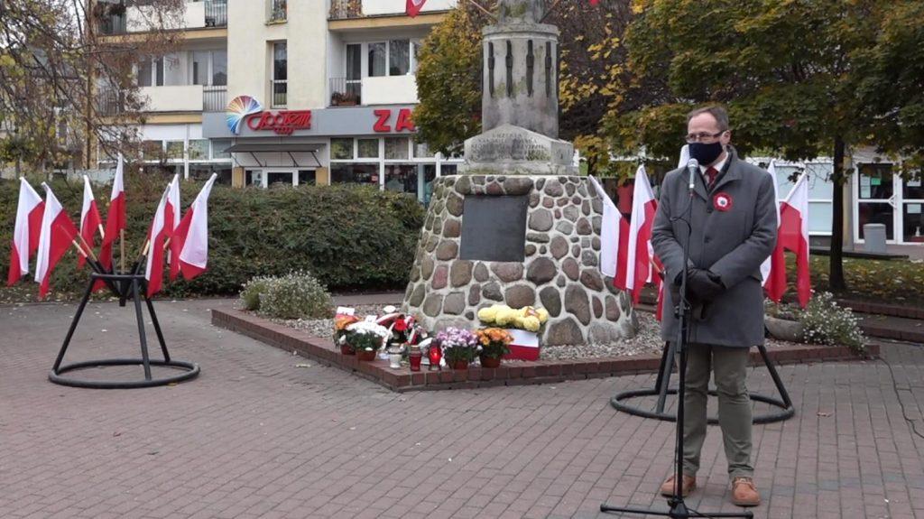 Historyk Łukasz Nowacki podczas Święta Niepodległości