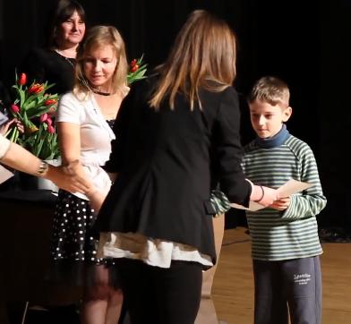 Wręczenie kolejnego dyplomu