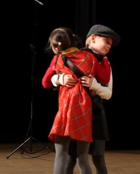 Występ 2 młodych aktorów