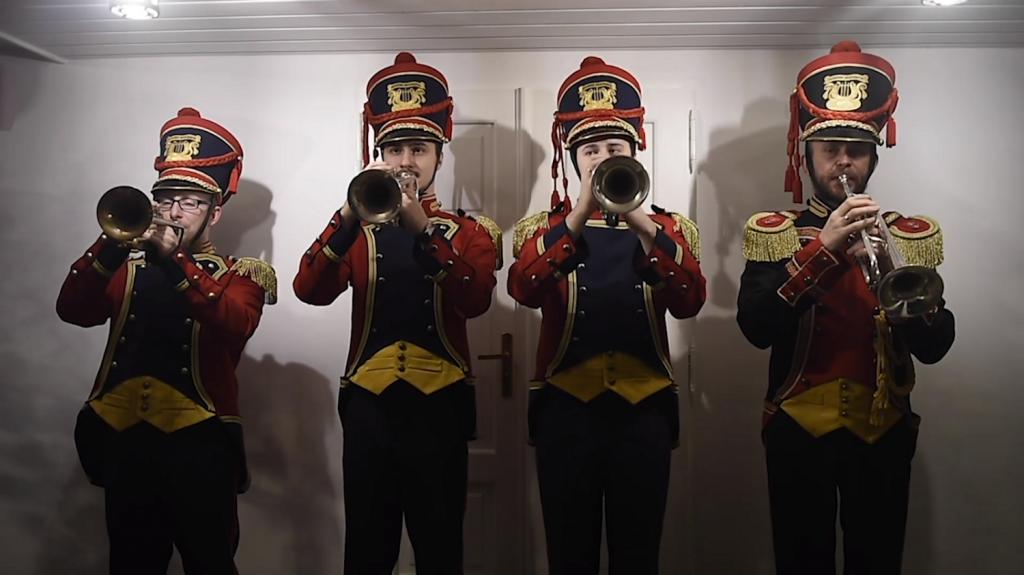Trębacze Młodzieżowej Orkiestry Dętej podczas Święta Niepodległości