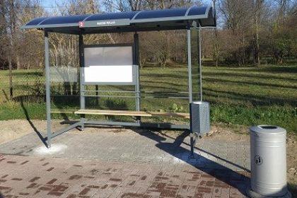 Nowa wiata przystankowa w Radoniach
