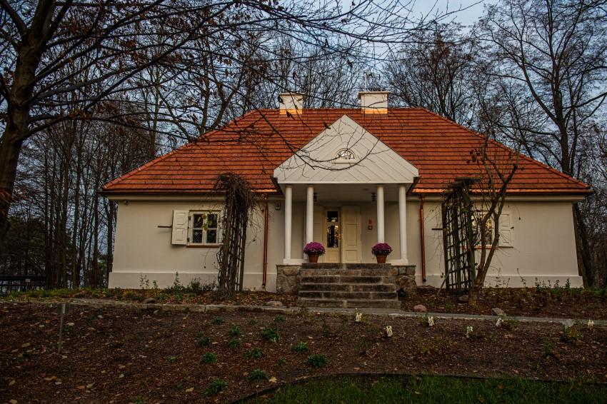 Dworek Chełmońskiego po renowacji