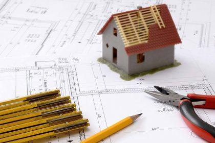 projekty, miarki i atrapa domu