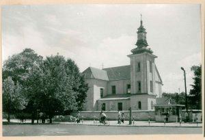 Czarno-białe zdjęcie kościoła Sw. Anny