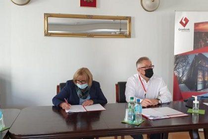 Podpisanie umowy na nasadzenia zieleni w gminie Grodzisk Mazowiecki