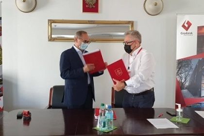 Burmistrz Grzegorz Benedykciński z wykonawcą ścieżek rowerowych w gminie Grodzisk Mazowiecki